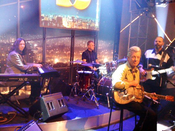 Bluetone on the move. John Hammond's Wicked Grin Band on Brazilian television 2000: (left to right) Bruce Katz, Neil Gouvin, Hammond, Marty Ballou.